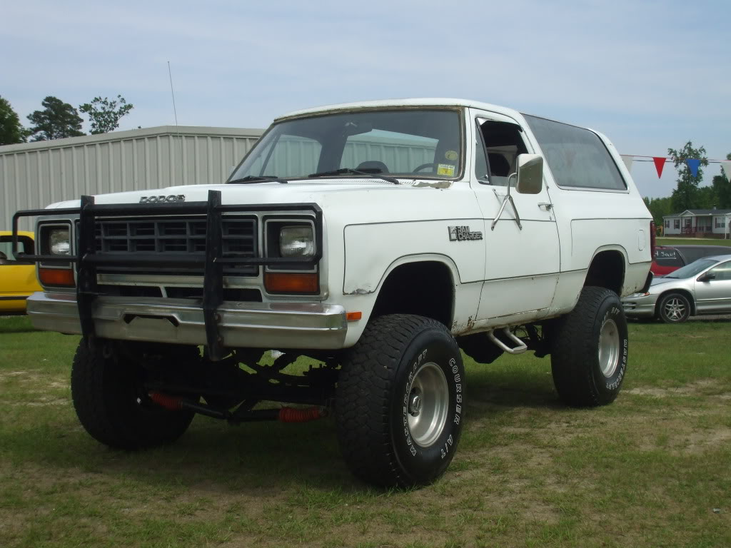 Lifted Dodge Ramcharger