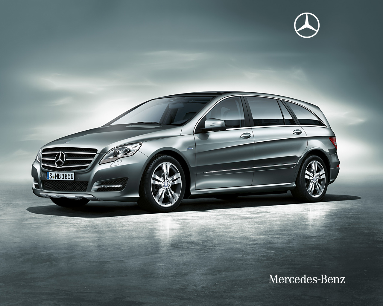 mercedes benz r class a car that builds your status and. Black Bedroom Furniture Sets. Home Design Ideas