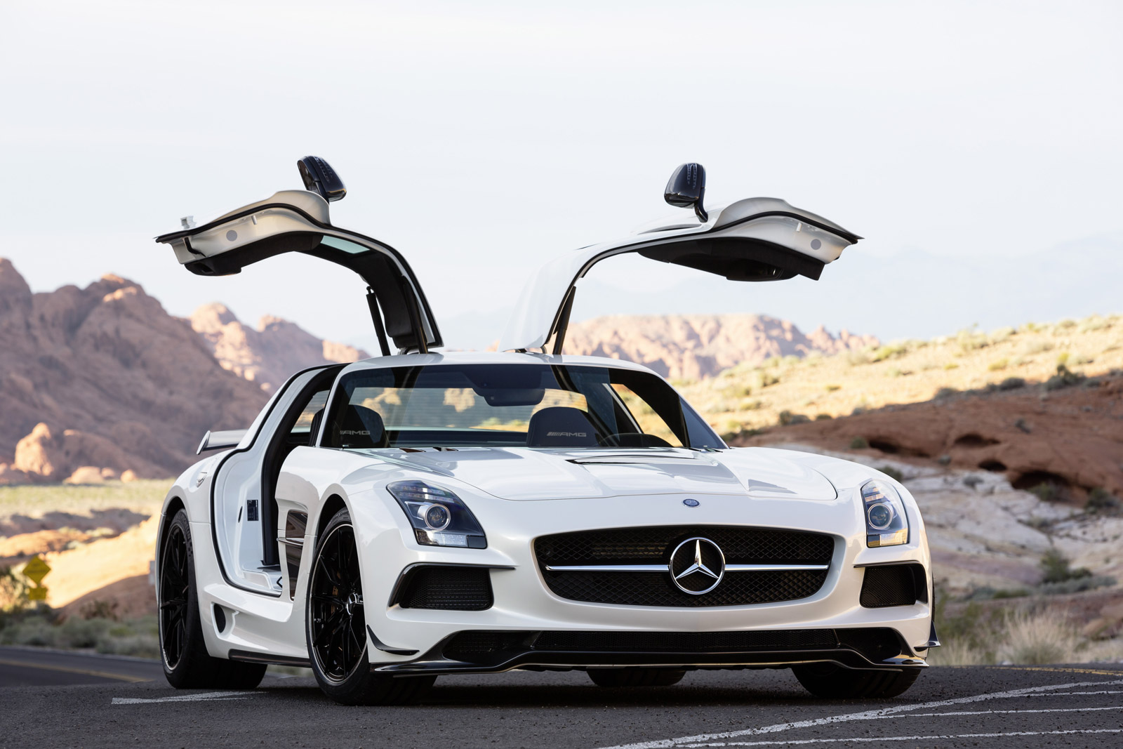 Grab The Admirable Features Of Latest Mercedes Benz Sls Amg
