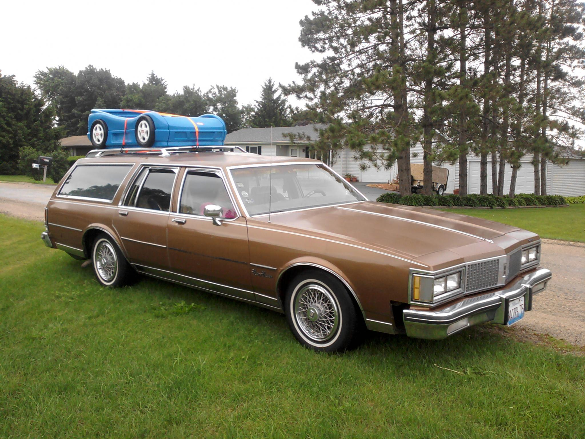 Oldsmobile Custom Cruiser Station Wagons For Comfort And Dependability