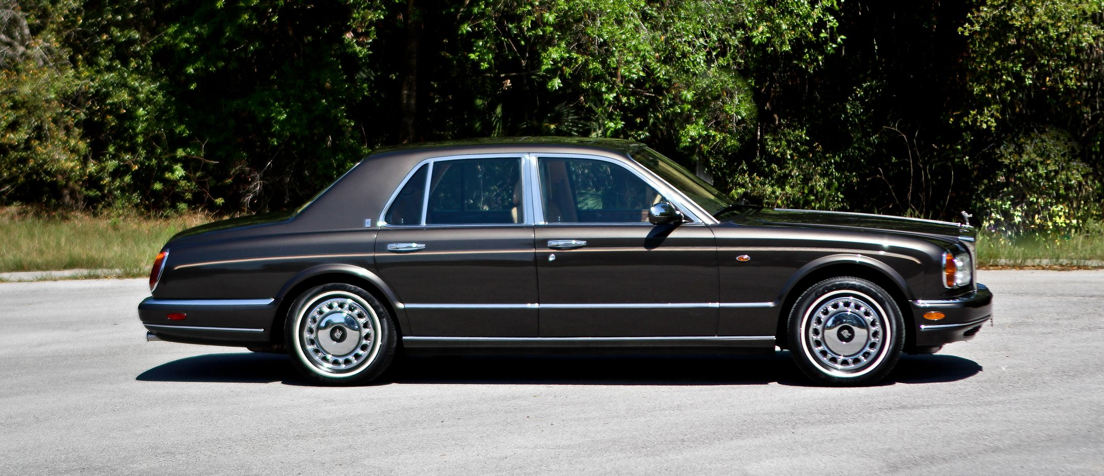 gorgeous black wings of the rolls royce silver seraph. Black Bedroom Furniture Sets. Home Design Ideas