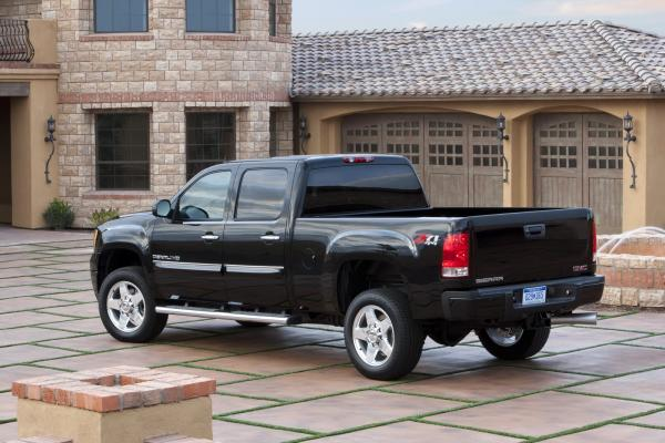 The power of a truck GMC Sierra 2500HD with the look of luxury
